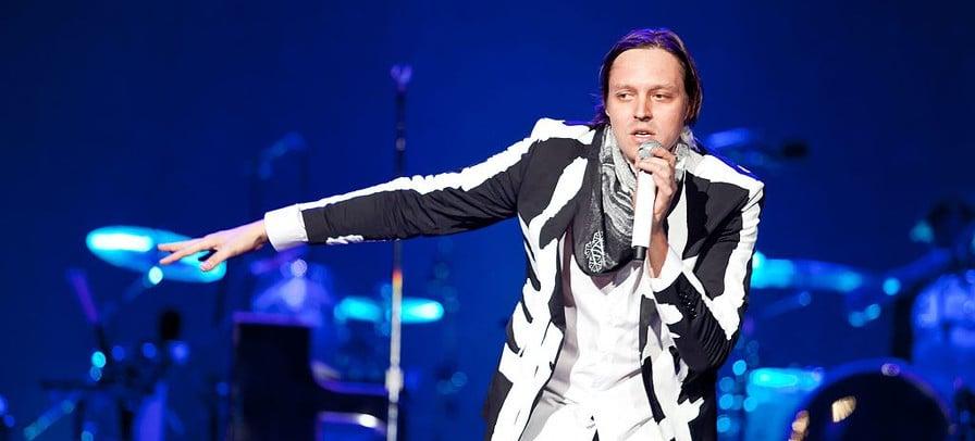 Arcade Fire faz tributo a Dolores O'Riordan, do The Cranberries, em show na Irlanda