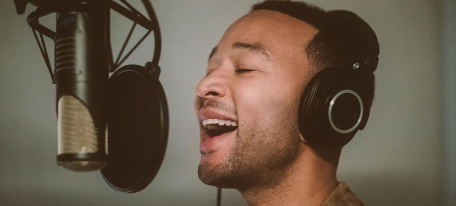 John Legend é um dos artistas com música na playlist de natal do spotify