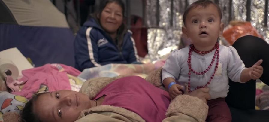 """The Killers explora a opressão contra imigrantes no clipe de """"Land Of The Free"""""""