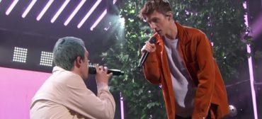 """Troye Sivan e LAUV fazem apresentação apaixonante de """"i'm so tired…"""""""