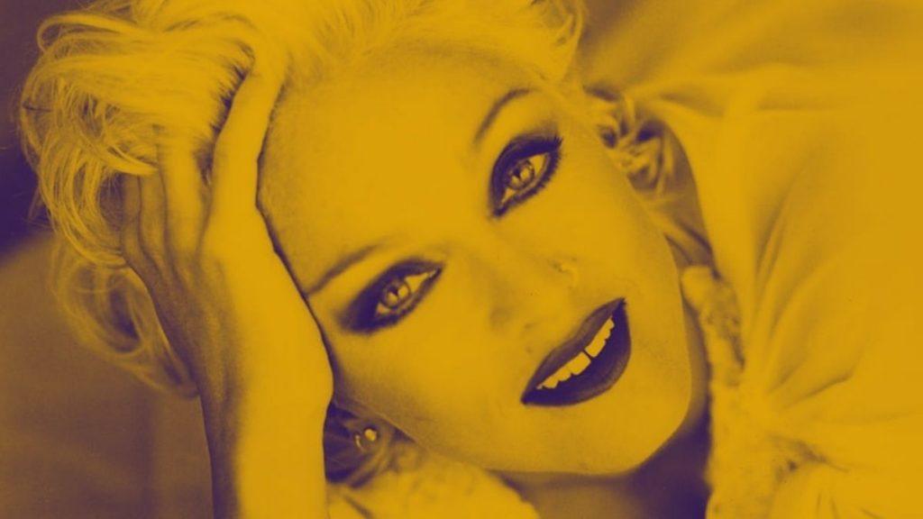 Madonna em foto de divulgação do álbum 'Bedtime Stories'